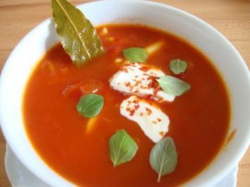 Tomatensüppchen mit Pastaeinlage - Rezept