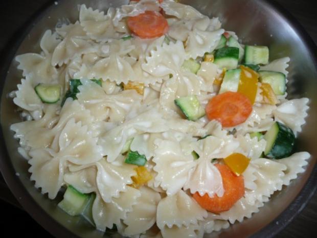 Gemüse - Nudeln mit Lachs - Rezept