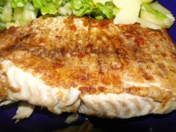 Mehlierter Seelachs, dazu Kartoffelsalat vermischt mit Pflücksalat aus - Rezept
