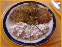 Gemüse-Puffer mit Tomaten-Schnittlauch-Quark - Rezept