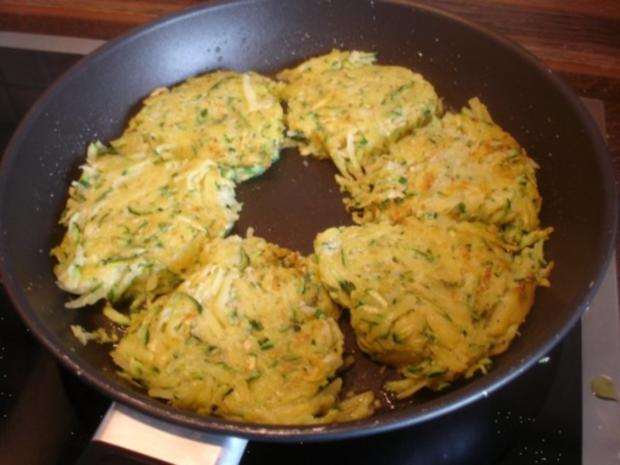 Gemüse-Puffer mit Tomaten-Schnittlauch-Quark - Rezept - Bild Nr. 11