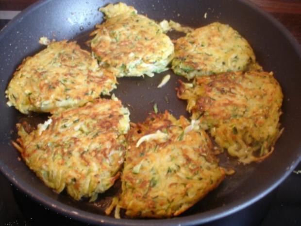 Gemüse-Puffer mit Tomaten-Schnittlauch-Quark - Rezept - Bild Nr. 12