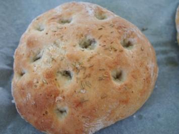 Focaccia mit Oliven und Parmesan - Rezept
