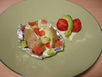 Ofenkartoffel mit Avocado-Chili-Dip - Rezept