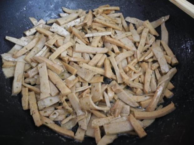 Vegan : Kartoffel-Sellerie-Stampf mit gebuttertem Lauch-Seitan an Gurken-Radieschen-Salat - Rezept - Bild Nr. 12