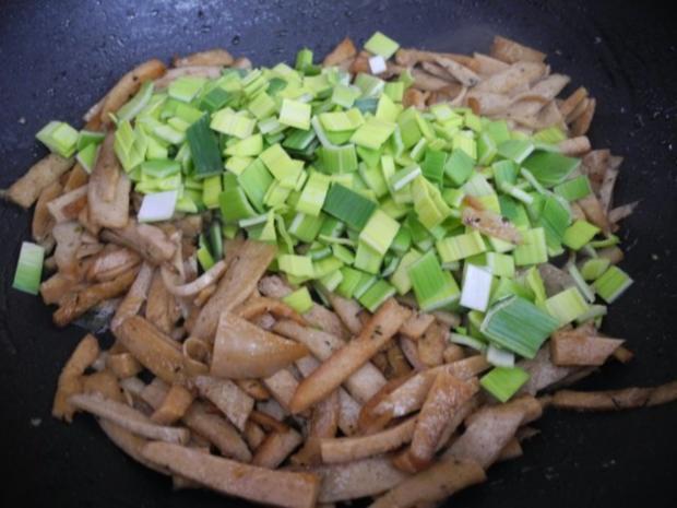 Vegan : Kartoffel-Sellerie-Stampf mit gebuttertem Lauch-Seitan an Gurken-Radieschen-Salat - Rezept - Bild Nr. 14