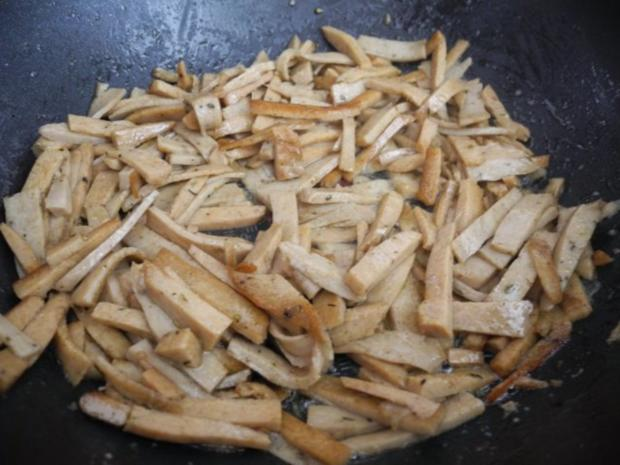 Vegan : Kartoffel-Sellerie-Stampf mit gebuttertem Lauch-Seitan an Gurken-Radieschen-Salat - Rezept - Bild Nr. 13