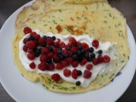Pfannkuchen mit Quark & Waldbeeren. - Rezept