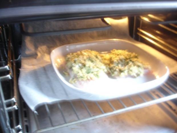 Victoriasee-Barsch-Filet mit Kräuterkruste, Rosmarinkartoffeln und gemischten Salat - Rezept - Bild Nr. 5