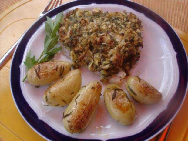 Victoriasee-Barsch-Filet mit Kräuterkruste, Rosmarinkartoffeln und gemischten Salat - Rezept