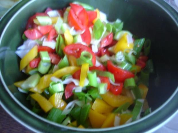 Victoriasee-Barsch-Filet mit Kräuterkruste, Rosmarinkartoffeln und gemischten Salat - Rezept - Bild Nr. 10