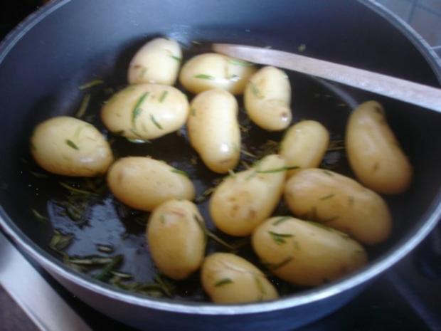 Victoriasee-Barsch-Filet mit Kräuterkruste, Rosmarinkartoffeln und gemischten Salat - Rezept - Bild Nr. 8