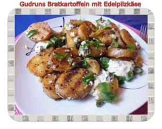 Rezept: Kartoffeln: Bratkartoffeln mit Edelpilzkäse