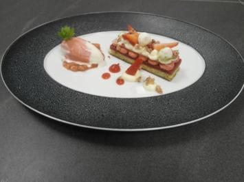 Rezept: Inspiration von Rhabarber und Erdbeere mit Sauerrahmeis