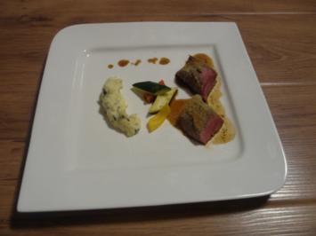 Lammcarrèe unter Thymiankruste auf provenzalischem Gemüse und Kartoffel-Olivenpüree - Rezept