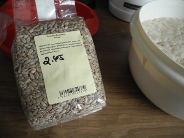Brot & Brötchen : Sonnenblumen - Dinkel - Brot - Rezept - Bild Nr. 6