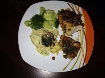 Putenschnitzel im Nussmantel mit Salbeibutter, Broccoli und Kartoffelstampf - Rezept