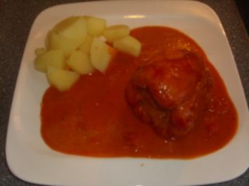 Gefūllte Paprikaschoten in Tomaten-Kåse Sauce - Rezept