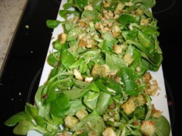 Feldsalat mit Walnüssen und Crouton - Rezept