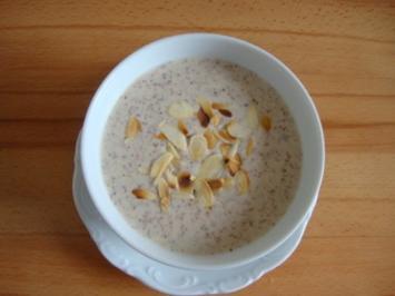 Joghurt - Mandel-Cremesüppchen - Rezept