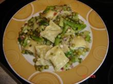 Maultaschensalat grün-weiß - Rezept