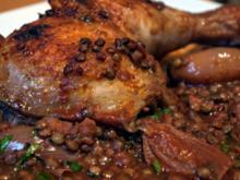 Hähnchenkeulen mit Puy-Linsen - Rezept