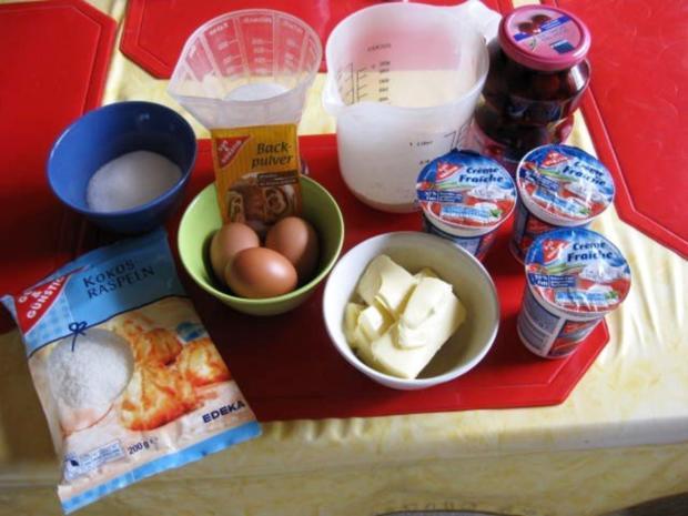 Kirsch - Kokos - Kuchen mit Creme Fraiche - Rezept - Bild Nr. 2