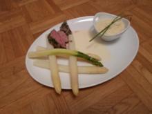 In Kräutern pochiertes Kalbsfilet, Selleriepüree, Weißweinsauce, weißer & grüner Spargel - Rezept