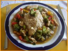 Hähnchen-Wok mit Gemüse und Vollkornreis - Rezept