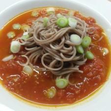 Asiatische Tomatensuppe mit Soba-Nudeln - Rezept