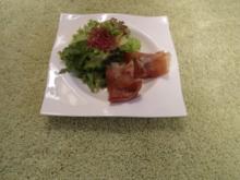 Feigen mit Ziegenkäse im gebackenen Serranoschinkenmantel, an Variation von Blattsalaten - Rezept