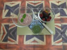 Frozen Choc-Strawberry-Yoghurt mit Minzpesto-Topping - Rezept