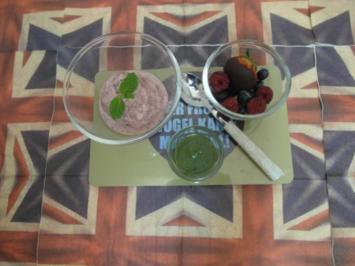 Rezept: Frozen Choc-Strawberry-Yoghurt mit Minzpesto-Topping