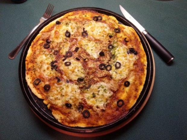 ~ Luftig mediterraner Pizzateig (große runde Pizza) ~ - Rezept