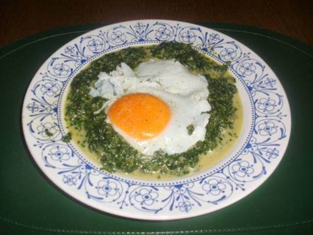 Spinat mit Spiegelei, Salzkartöffeln, Garnelen und Bacon Chips - Rezept - Bild Nr. 2