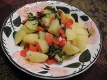 Vegan : Kartoffelstücke in Brühe mit Bohnenkraut und rotem Paprika - Rezept