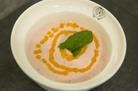 Joghurt mit Passionsfrucht und Himbeeren (Jörn Schlönvoigt) - Rezept