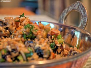 Rezept: Würziger Bratreis mit Hähnchen und viel Gemüse