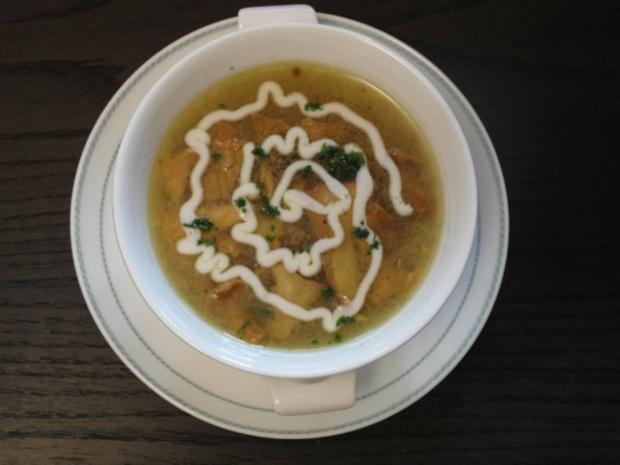 Pfifferlingsuppe mit Parmesankäsenudeln - Rezept