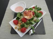 Ziegenkäse im Speckmantel auf Feldsalat-Himbeere-Parmesan mit Pinienkernen & Vinaigrette - Rezept