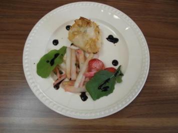 Spargelsalat mit einer Radieschen-Vinaigrette und Graved Lachs im Päckchen - Rezept