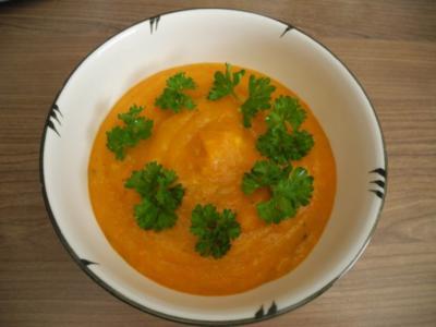 Schonkost : Kürbissuppe mit Pellkartoffeln und Kokoscreme - Rezept