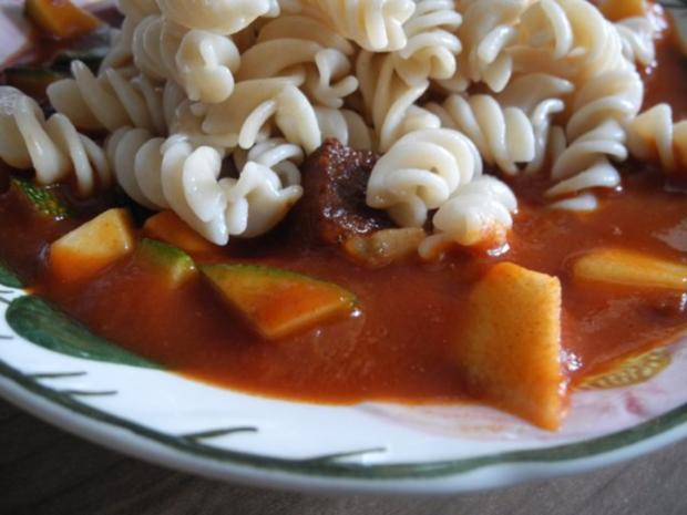Vegan : Tofu - Gulasch mit Zuckerschoten und Zucchini - Rezept - Bild Nr. 3