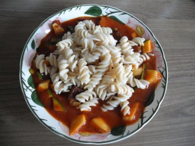 Vegan : Tofu - Gulasch mit Zuckerschoten und Zucchini - Rezept - Bild Nr. 2