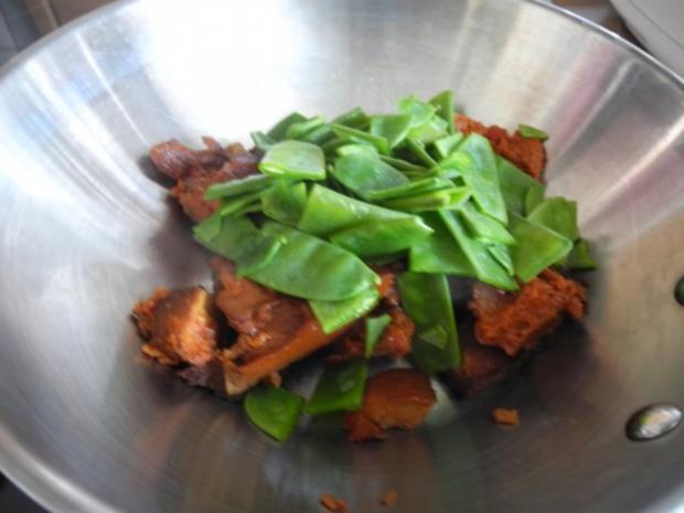 Vegan : Tofu - Gulasch mit Zuckerschoten und Zucchini - Rezept - Bild Nr. 4