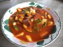 Vegan : Tofu - Gulasch mit Zuckerschoten und Zucchini - Rezept