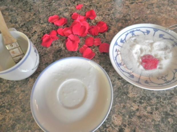 Rosen - Eis und kandierte Rosenblütenblätter ... - Rezept - Bild Nr. 15