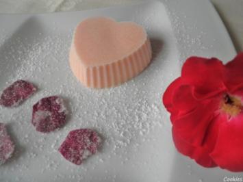 Rosen - Eis und kandierte Rosenblütenblätter ... - Rezept