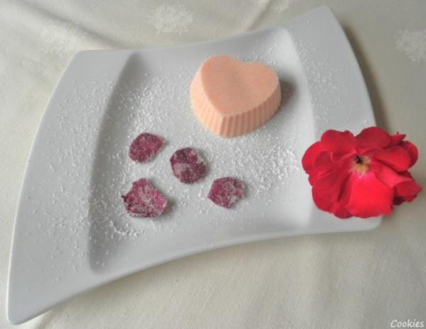 Rosen - Eis und kandierte Rosenblütenblätter ... - Rezept - Bild Nr. 2