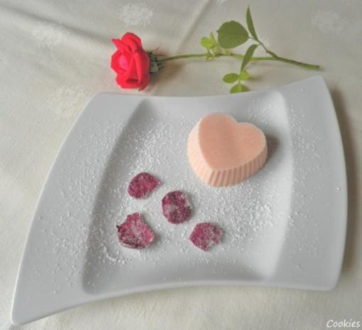 Rosen - Eis und kandierte Rosenblütenblätter ... - Rezept - Bild Nr. 3